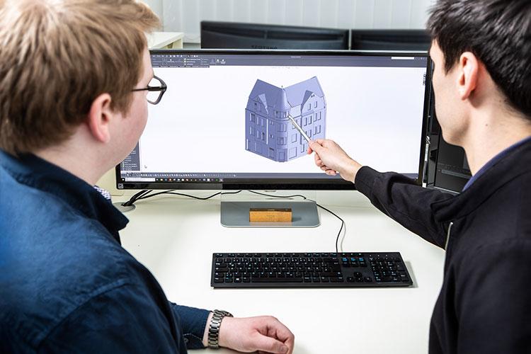 Besprechung der Fassade am 3D Modell mit einem Kunden